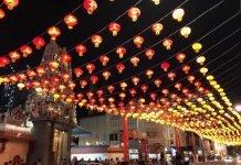 Préparatifs et décorations du Nouvel An chinois - rue de Chinatown Singapour