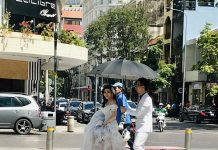 Mariage dans les rues de Saigon