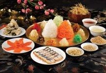 ingrédients colorés de la salade Yusheng, spécialité du Nouvel An chinois Singapour